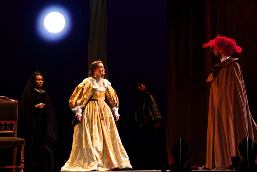 MAÑANAS DE ABRIL Y MAYO / Director: Nuria Alkorta / Fotografía: Ezequiel Nobili